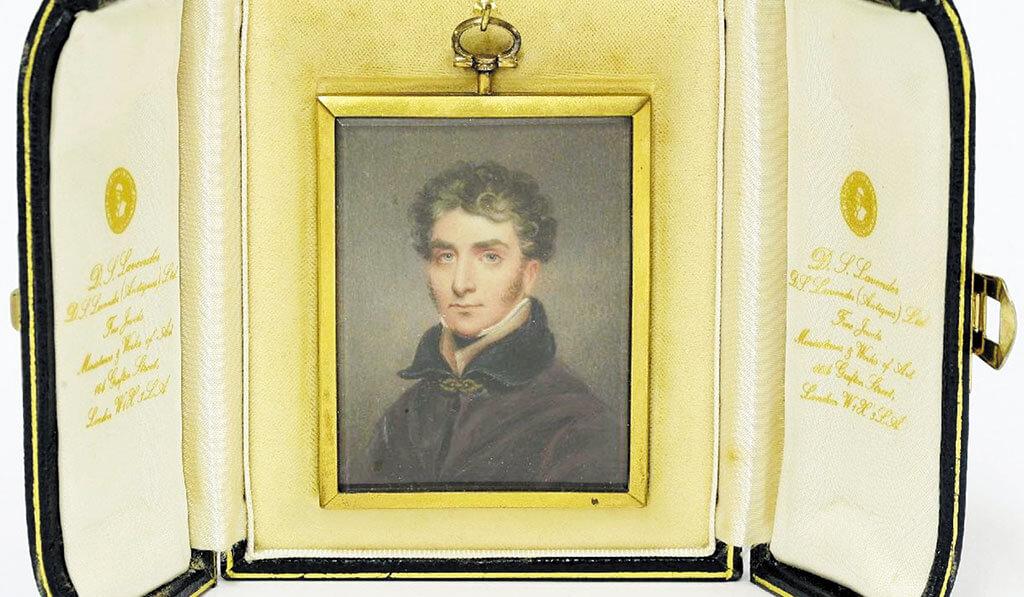 Wellesley-miniature-in-case