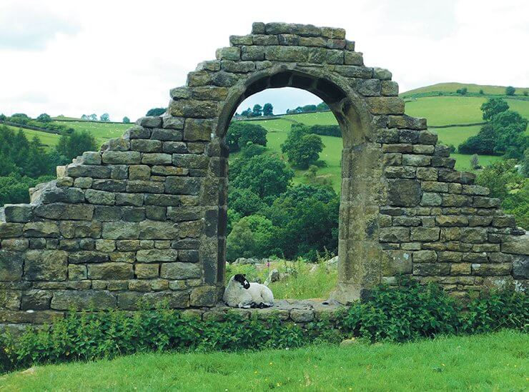 Walks-Derbyshire--Stanage-Edge-Arch